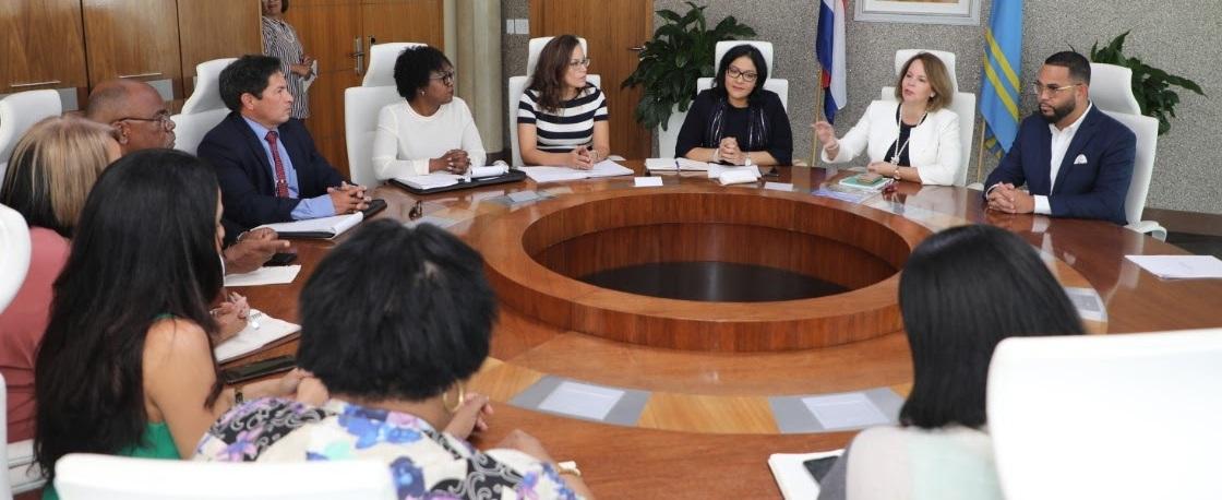 MINISTERNAN DI ASUNTONAN ECONOMICO DI ARUBA CU CORSOU A REUNI TOCANTE COOPERACION ECONOMICO ENTRE E ISLANAN