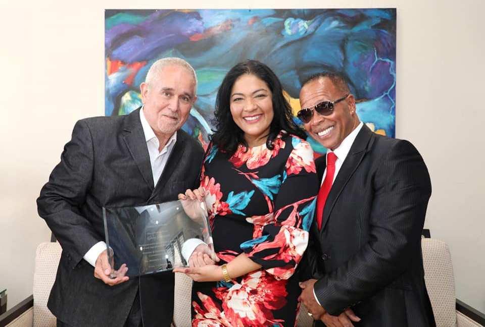 MINISTER XIOMARA RUIZ-MADURO TA RECONOCE ROBBY SCHOUTEN PA DOCUMENTA NOS CULTURA Y PROMOVE ARUBA DIGNAMENTE DEN EXTERIOR
