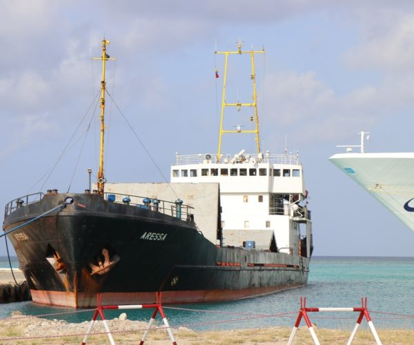 WARDAKOSTA A INTERSEPTÁ 5.500 KILO DI KOKAINA I 11 PERSONA DETENÉ NA ARUBA
