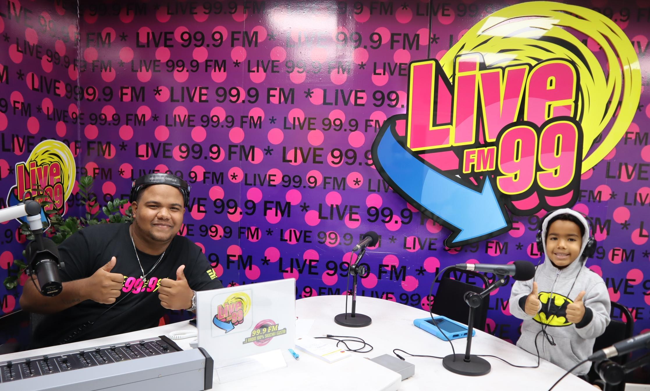 XIANO WILLEM PROMÉ BIA A KOMUNIKÁ KU OYENTENAN DI RADIO LIVE99.9 FM