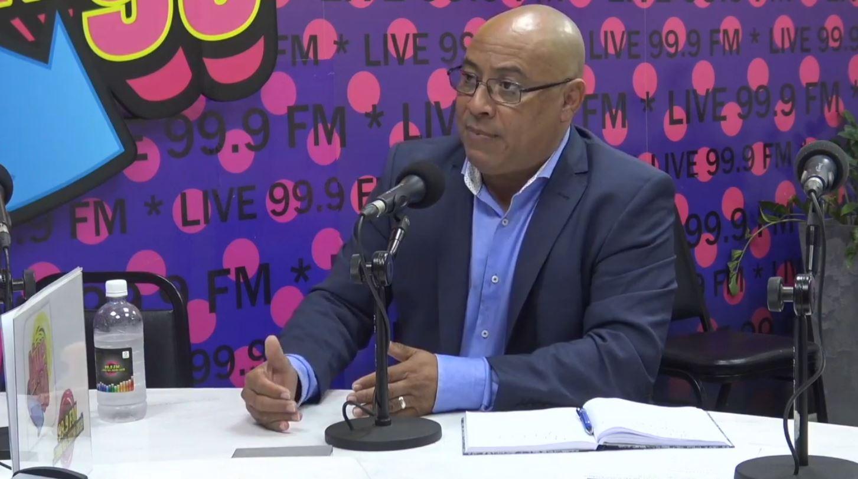 DIPUTADO ELVIS TJIN ASJOE NA RADIO LIVE 99.9 FM PAPIANDO RIBA TÓPIKONAN DI AKTUALIDAT