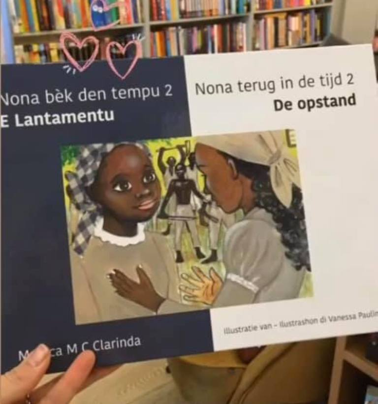 MONICA CLARINDA A HASI ENTREGA DI SU BUKI