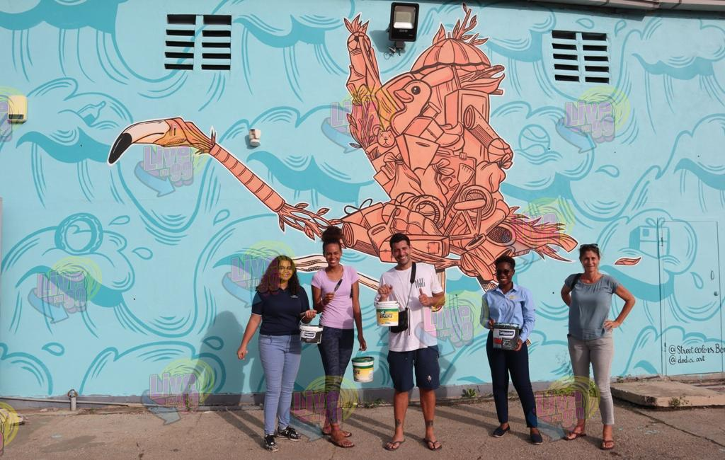PROMÉ PINTURA RIBA MURAYA DI SELIBON N.V. DI STUDIANTENAN DI 'STREET COLORS BONAIRE'