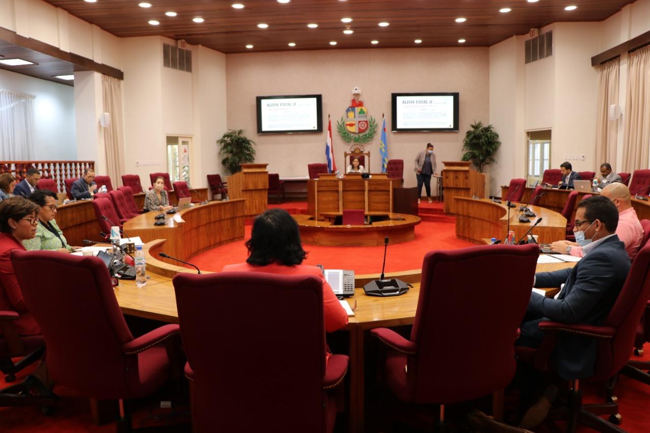 MINISTER XIOMARA MADURO TABATA DEN COMISION FINANCIERO DI PARLAMENTO PA INFORMA RIBA ALIVIO FISCAL 2