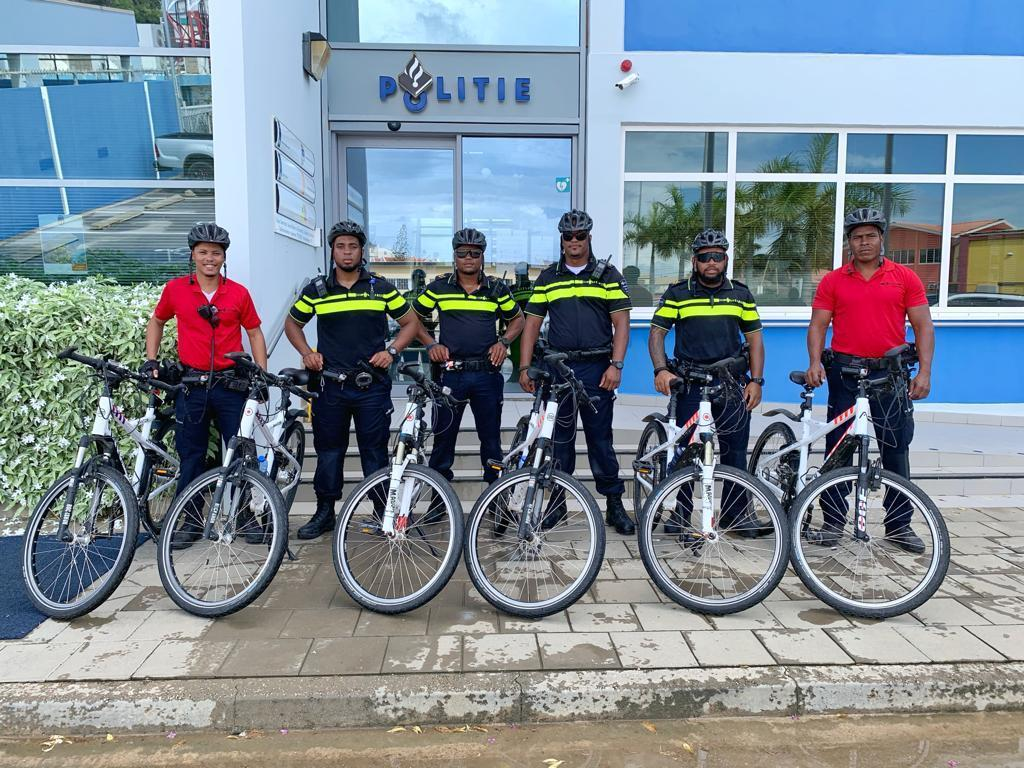 4 AGENTE POLISIAL A SIGUI TREINEN PA BIRA 'CERTIFIED BIKERS' (KOREDÓ DI BAISKEL SERTIFIKÁ).