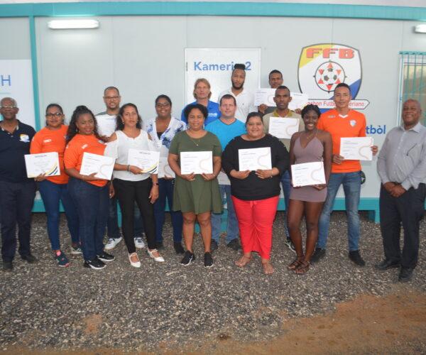 """""""COACH""""NAN A RISIBÍ SERTIFIKADO D I C LICENSE DI CONCACAF"""