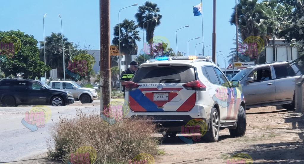 DETENSHON PA MENASA I INSULTO DI AGENTENAN POLISIAL DURANTE KÒNTRÒL RUTINARIO