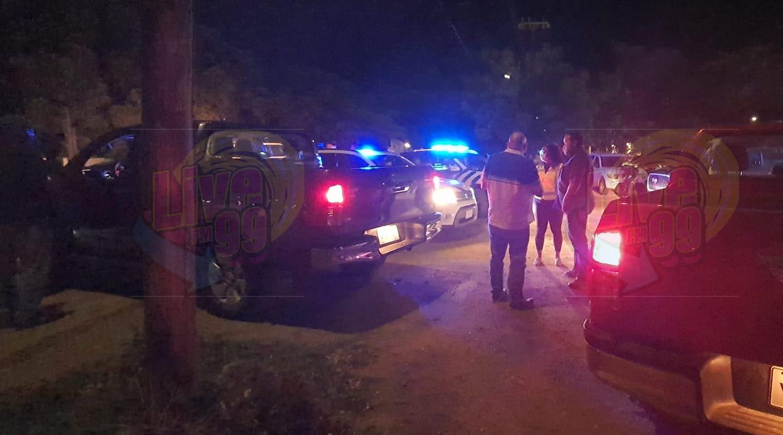 5 HÒMBER DETENÉ PA TIRA OUTO DI POLIS KU PIEDRA I APELSINA, PA VIOLENSIA, MENASA I PA BRINGA KU POLIS