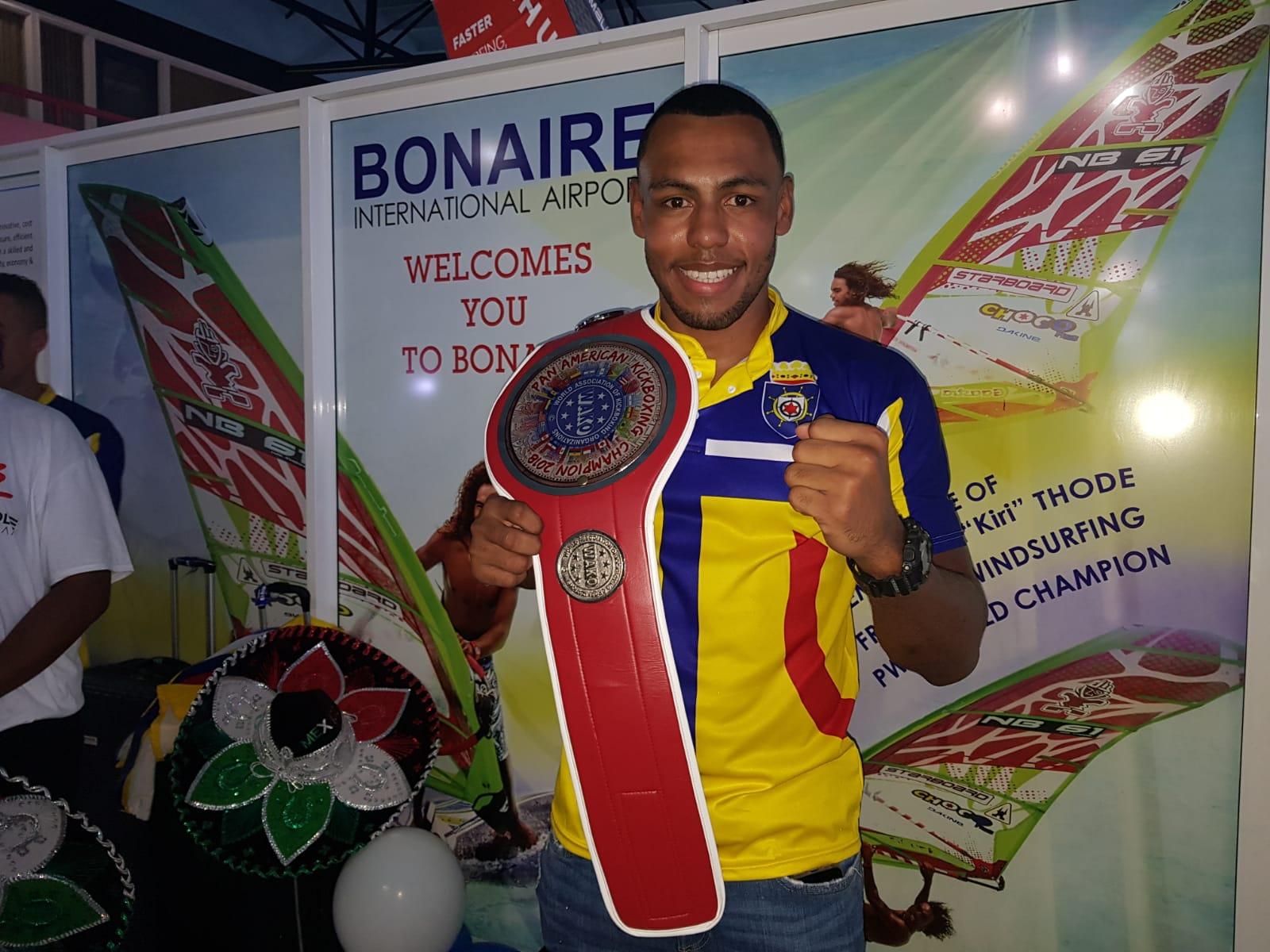 YEGADA DI NOS KAMPION KICKBOXING PANAMERICANO DAVIDLEE WINKLAAR @FLAMINGO AIRPORT