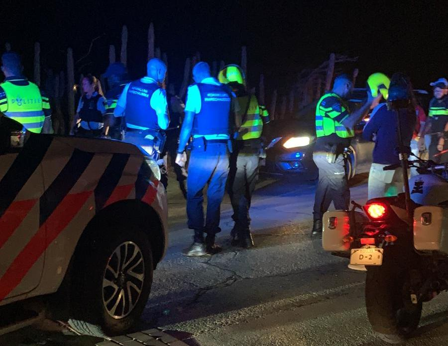 A DETENÉ HÒMBER KU NO A DUNA OIDO NA ÒRDU DI POLIS I FORMA PELIGER DEN TRÁFIKO